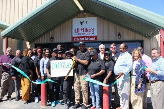 Lil' Mike's holds grand re-opening, ribbon cutting