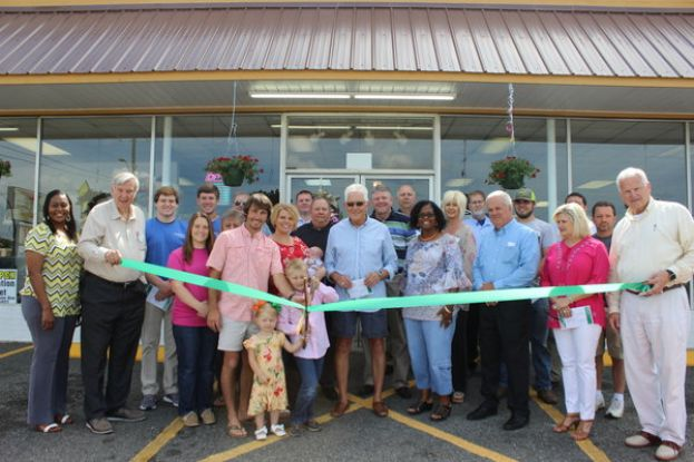 Liquidation Market and Garden Center celebrates grand opening