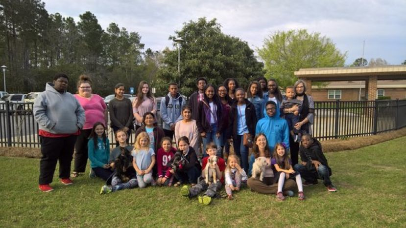 4-H members participate in Pet Therapy Visitation at Vista Park