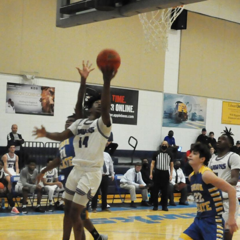 Zae Wiggins scores two of his 15 points Thursday night against Gordon State.