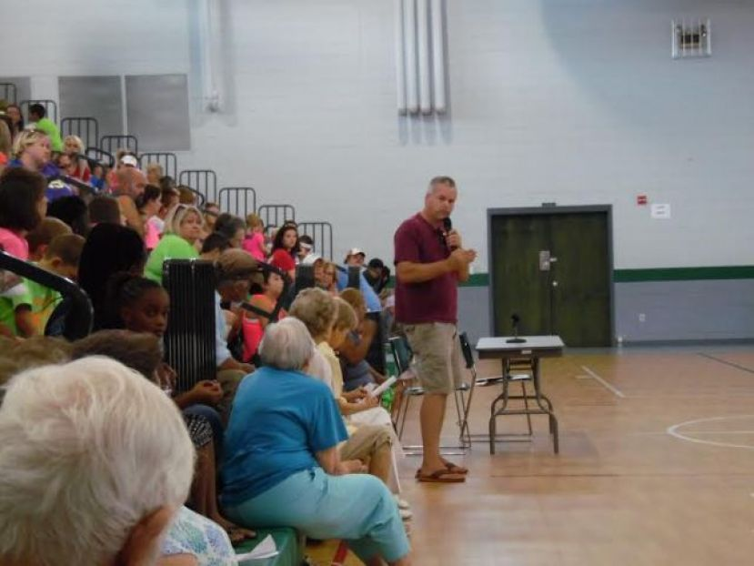 Community members voiced their concerns regarding the recreation department at a community forum Saturday morning.