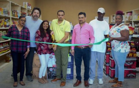 In & Out Liquors holds ribbon cutting