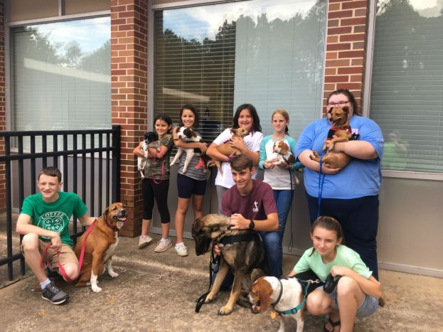 Pet Therapy Club visits Vista Park