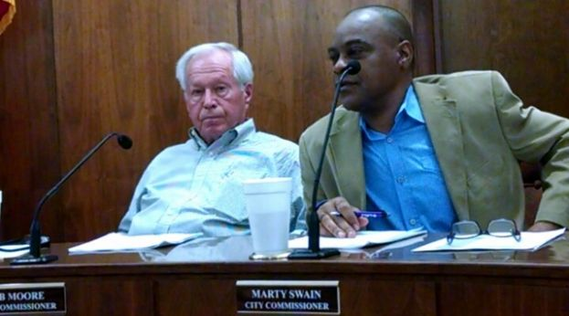 City Commissioners Bob Moore (r) and Marty Swain discuss right-of-way issues Monday, Feb. 9.