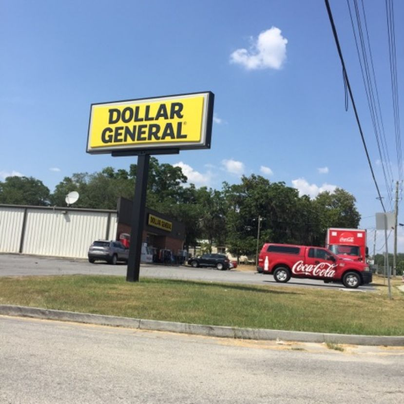 The Dollar General located in Oak Park has a rodent problem.